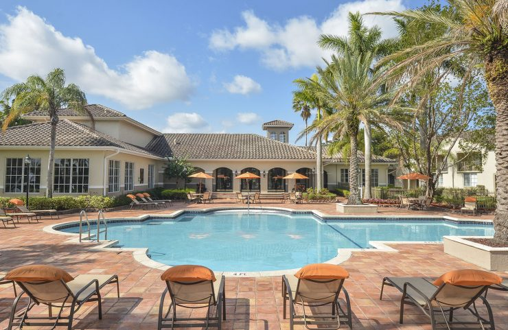 pembroke pines apartment with pool
