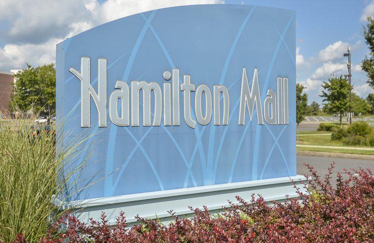 apartments near hamilton mall