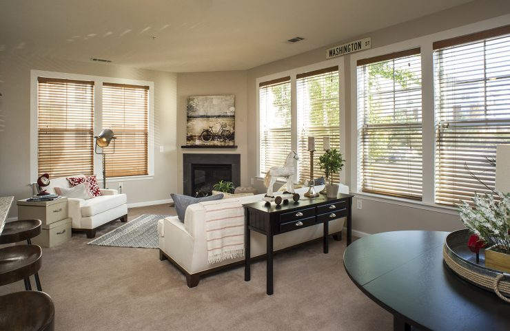 open floorplan with breakfast nook