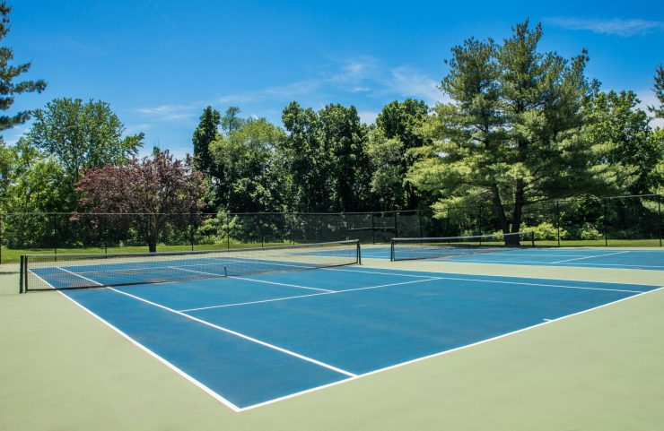 mount laurel apartments with tennis courts