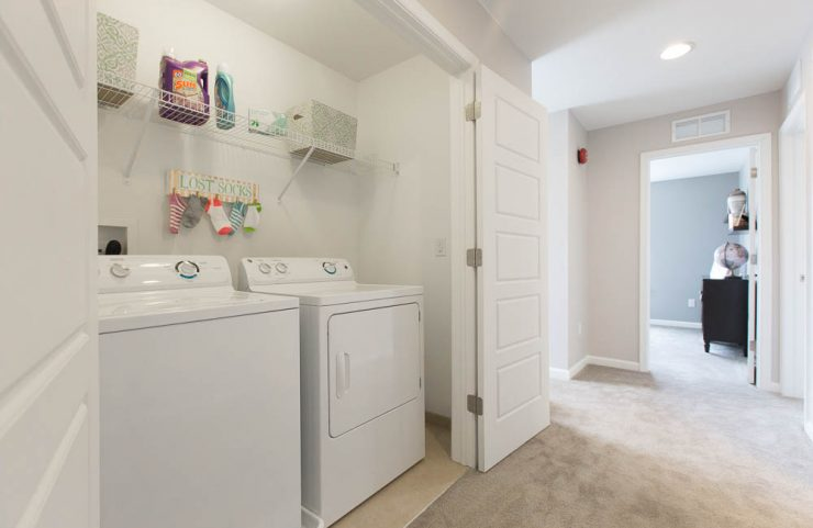 apartments with full size washer and dryer