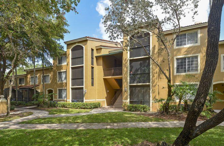 best apartments in deerfield beach