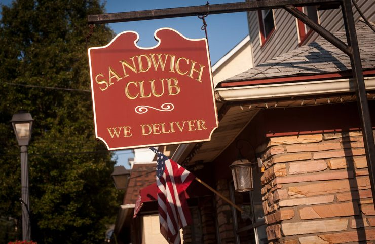 sandwich club sign