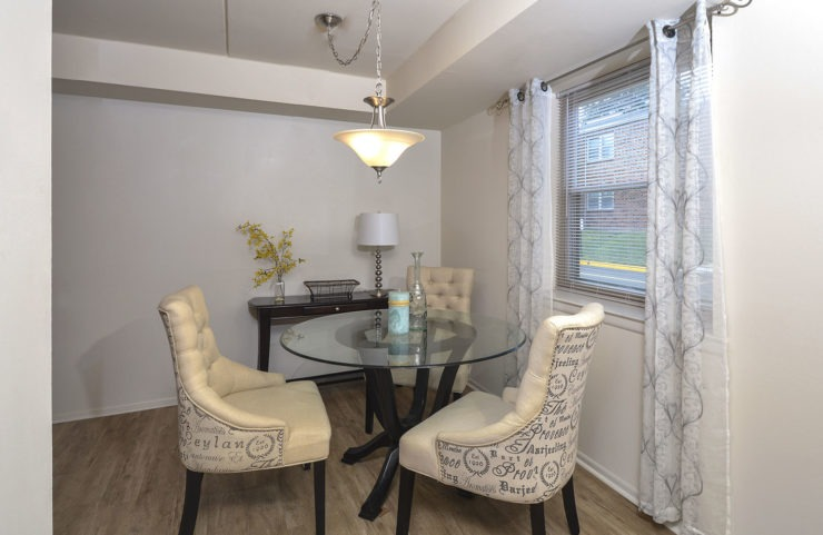 dining area with round table and chairs