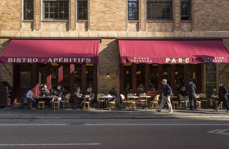 nearby parc restaurant with outdoor seating