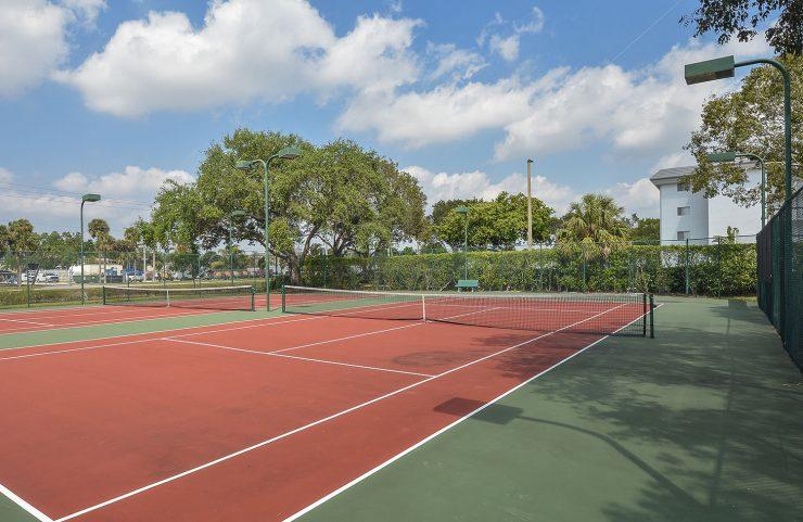 plantation apartment with tennis court