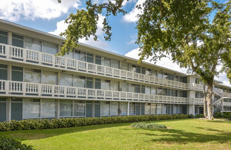 apartments with balconies in fort lauderdale