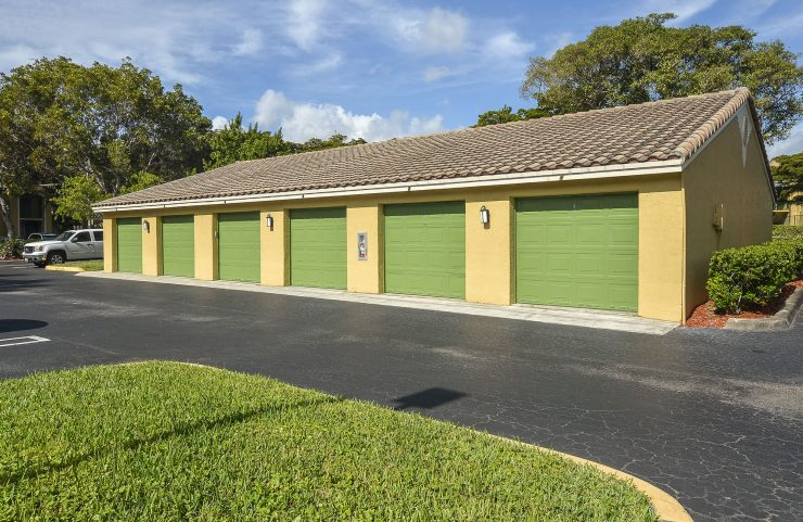 detached garages available to rent