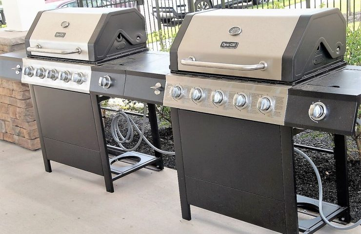 apartments with gas grills for barbecues