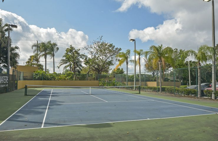 apartments in broward county with tennis courts