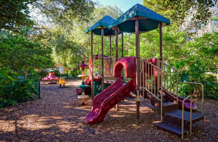 apartments with play area for kids in deerfield beach