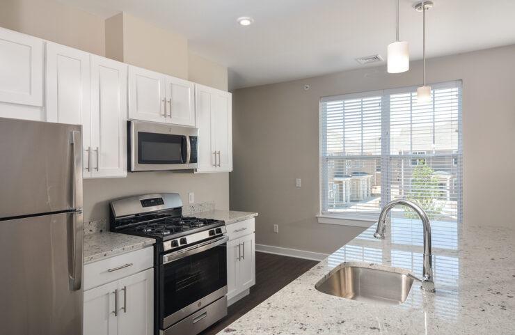 BG3 kitchen with granite countertops